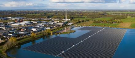 Solární farma Sekdoorn poblíž Zwolle v Nizozemsku