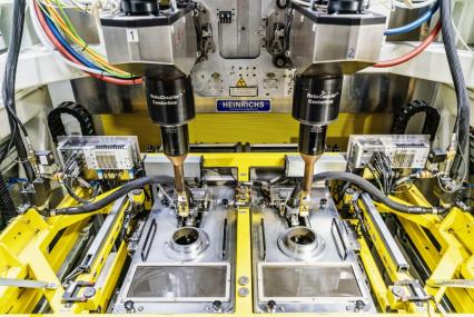 V novém zařízení v Mladé Boleslavi se prášková směs z hliníku, oceli, uhlíku, manganu, křemíku a dalších prvků při teplotě 15 000 stupňů Celsia nanáší na stěny válců. Ve srovnání s běžnými vložkami válců snižuje vrstva vnitřní tření a zvyšuje efektivitu benzinových motorů 1,0 TSI EVO.
