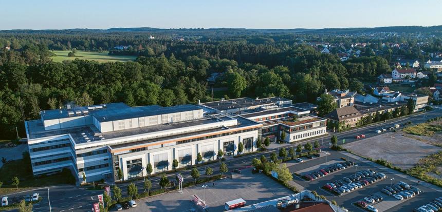 Dnešní sídlo společnosti v Lauf an der Pegnitz v centrální části oblasti Franken v Německu