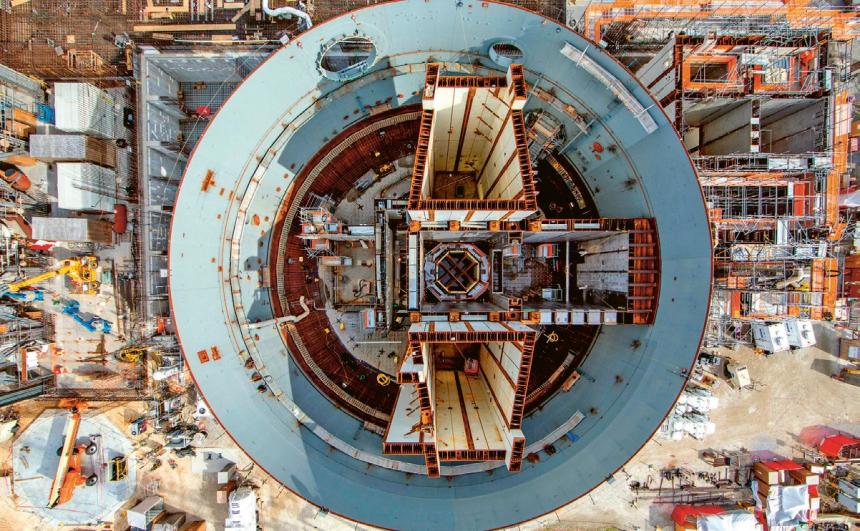 Pohled do nitra rozestavěného IV. bloku elektrárny Vogtle v USA