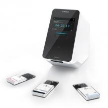 nalyzátor se 3 testovacími kazetami (VRI, SARS-CoV-2, Pooling) /Obrázek: Bosch/