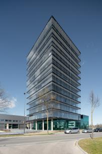 Jednou z prvních budov s novými okny Schüco AWS 75 PD.SI Panorama Design je nové sídlo skupiny Roschmann. /Zdroj foto: Daniel Vieser, www.dv-architekturfotografie.de/