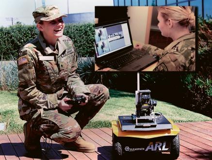 Dr. Matthew Margeová při testu dialogu vojáků s autonomními systémy