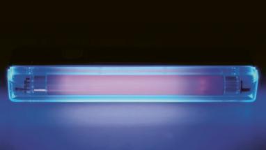 UV lampa s klasickým modrým odstínem, který výrobci v těchto zařízeních používají s ohledem na nás uživatele. Bez něj bychom těžko poznali, zda lampa je v provozu, či nikoliv, protože samotné UV záření je pro nás neviditelné