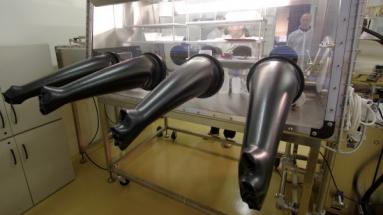 Laboratorní box pro nakládání s RAO