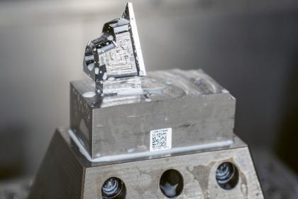 """Markus Gräf je si jistý: """"Na trhu není mnoho strojů, které dokážou tak přesně opracovat 3D obrysy v kalené oceli."""""""
