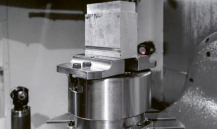 Obr. 3: Hydraulický samostředicí svěrák Haas 8″