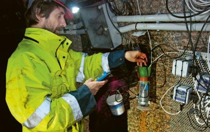 Jednou za měsíc je tunel třeba navštívit kvůli odběrům vzorků vody