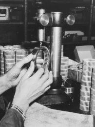 Pohľad do výroby ihličkových ložísk v roku 1950
