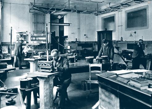 Telefonní ústředna od společnosti Siemens pro společnost Baťa Zlín