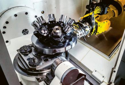 Obr. 4: Robotizovaná výměna palety