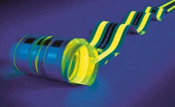 Nejdelší OLED proužek na světě o délce 15 m, vyrobený hybridní technologií v procesu roll-to-roll ve Fraunhoferově institutu FEP