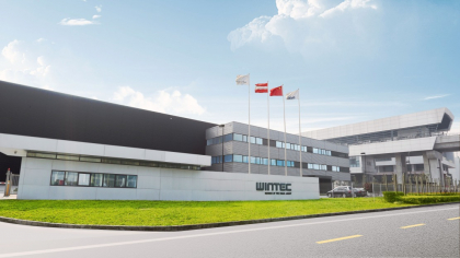 Vstřikovací stroje WINTEC jsou založeny na evropském vývoji a jsou vyráběny v Asii. Závod WINTEC se nachází v čínském Changzhou