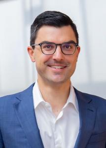 """""""Vysoká kvalita a spolehlivost strojů t-win, stejně jako celosvětová hustá síť služeb a náhradních dílů poskytují našim zákazníkům konkurenční výhody."""" Dr. Stefan Engleder, CEO skupiny ENGEL"""