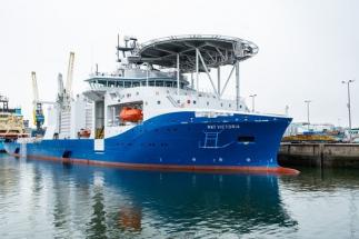 Plavidlo použité pro instalaci podmořského kabelu