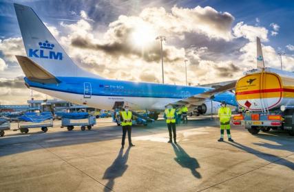 Společnost KLM uskutečnila první pravidelný let s udržitelným syntetickým palivem