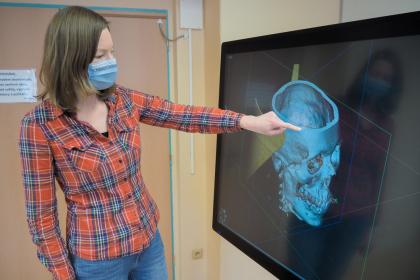 Značné usnadnění přináší výukový simulátor studentům programu Radiologická asistence. Při studiu už nemusejí vycházet jen z klasických a těžko čitelných snímků
