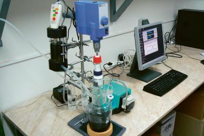 Měření reaktivity nanoželeza v míchaných reaktorech