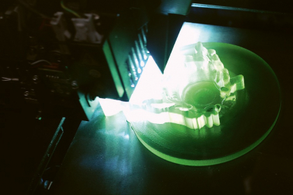 CxI představuje nejnovější trendy v oblastech 3D tisku, a to jak umělých materiálů, tak kovových součástek