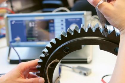 V laboratořích pro výzkum materiálů probíhá nejen zkoumání nanomateriálů, ale také pokročilých technologií, strojírenství či mechatroniky