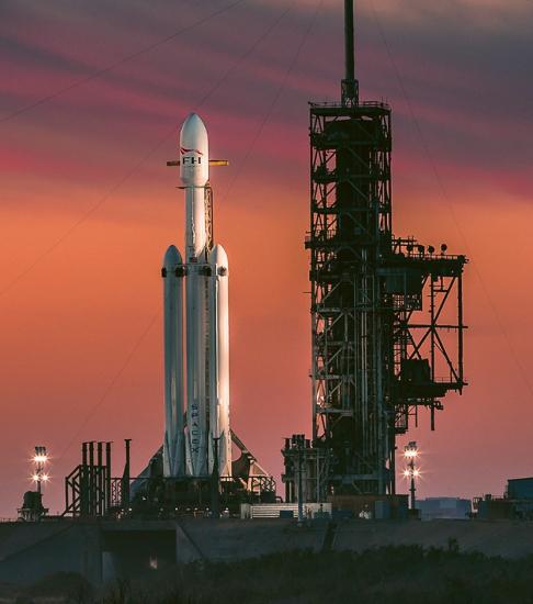 Falcon Heavy v Kennedyho vesmírném středisku