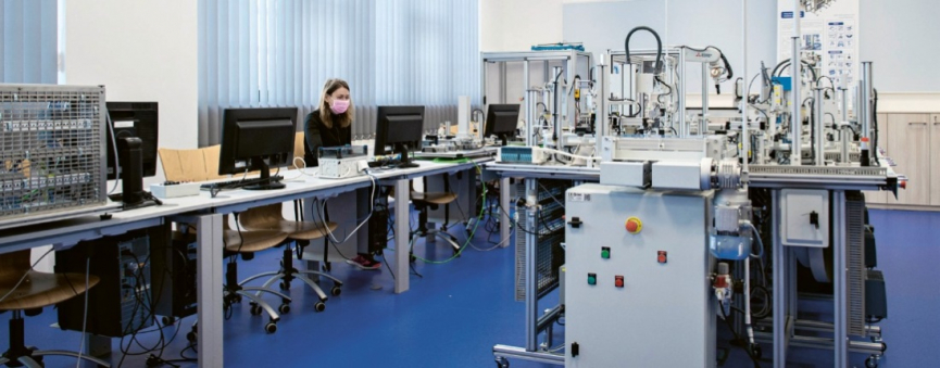Laboratoř průmyslové školy