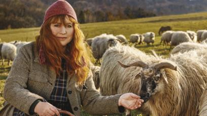 Gabriela Žitníková oživila chov valašských ovcí a stará se o ně tradičním způsobem. Jsme hrdí, že jsme ji v jejím úsilí mohli fi nančně podpořit.