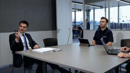Vedoucí týmu CoLab, Dr. Ing. Fabian Ballier (vlevo) a jeho kolegové se zaměřují  na nové technologie a oblasti použití. Podporují například použití nových chapadel ADHESO a poskytují testovací prostředí pro použití magnetických chapadel. /Obrázek: SCHUNK /
