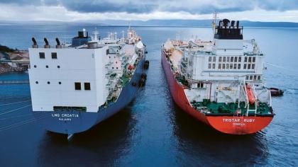 Plovoucí terminál LNG Croatia zakotvený u ostrova Krk vznikl přestavbou tankeru Golar Viking. Dne 1. ledna k němu dorazila loď LNG Tristar Ruby z Marylandu v USA a vykládka byla dokončena 3. ledna.