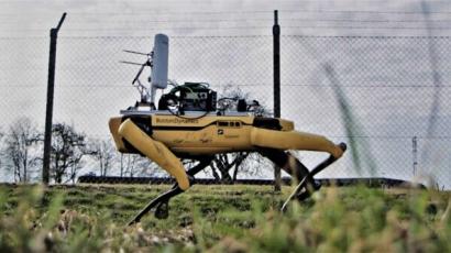Čtyřnohý robot Spot hlídal obvodové oplocení na dánském letišti Hanse Christiana Andersena. (Zdroj: Ericsson)