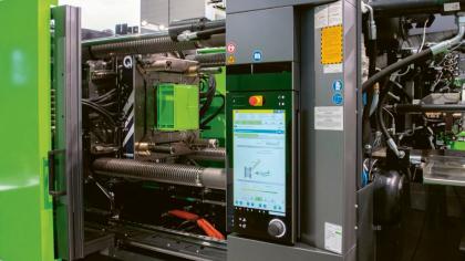 Proces skinmelt je přehledně vizualizován a animován v řízení CC300 vstřikovacího stroje. Tímto způsobem lze obzvláště snadno nastavit směšovací poměr pro optimalizaci obsahu recyklátu