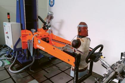 Zkouška ochrany řidiče proti mechanismu řízení v případě nárazu — zkouška nárazovým tělesem ve tvaru trupu dle EHK 12