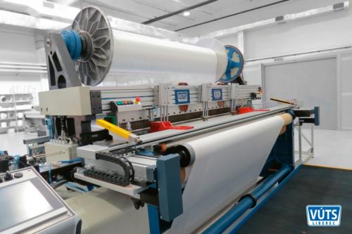 Unikátní tryskový tkací stroj DIFA pro výrobu 3D textilií