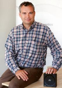 Pavel Konečný, zakladatel a předseda představenstva Neuron soundware s IoT zařízením nBox, které sbírá a zpracovává zvuky strojů