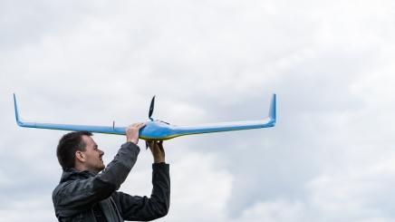 Petr Dvořák s letounem VUT 714