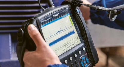 Analyzátor se změřeným spektrem vibrací stroje, odpovídajícím jeho aktuálnímu technickému stavu