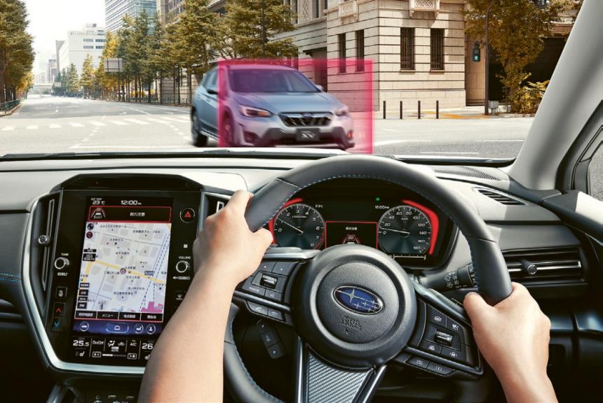 Novou funkcí systému EyeSight je schopnost zabránit střetu s protijedoucím vozem při odbočování (v levostranném provozu doprava, v pravostranném doleva)