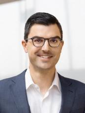 """""""Potřebujeme k tomu změnu myšlení. Udržitelnost je možná jen s digitalizací,"""" dodává pan Dr. Stefan Engleder, CEO skupiny ENGEL."""