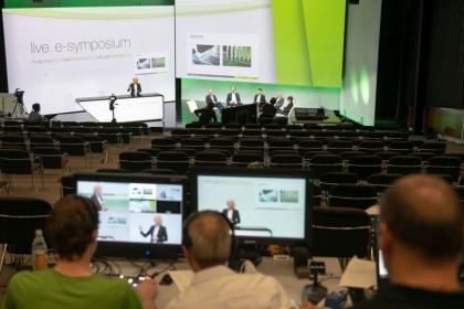 Online konference, obchodní jednání, prohlídky závodů, virtuální showroom a individuální schůzky pro navázání osobních kontaktů. ENGEL live e-sympozium 2021 kombinovalo množství formátů. Nabídky bohatě využilo několik tisíc hostů.