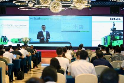 ENGEL Machinery Shanghai je průkopníkem hybridních akcí budoucnosti. V Číně zákon o pandemiích opět povoluje osobní setkání při splnění příslušných podmínek. Jednotlivé hlavní projevy byly na-hrávány z Rakouska.