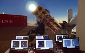 Těsně před zatměním Slunce na Cerro Tololo Interamerican Observatory