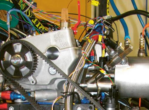Detail doplnění vefukovače plynného paliva do sacího kanálu vznětového motoru