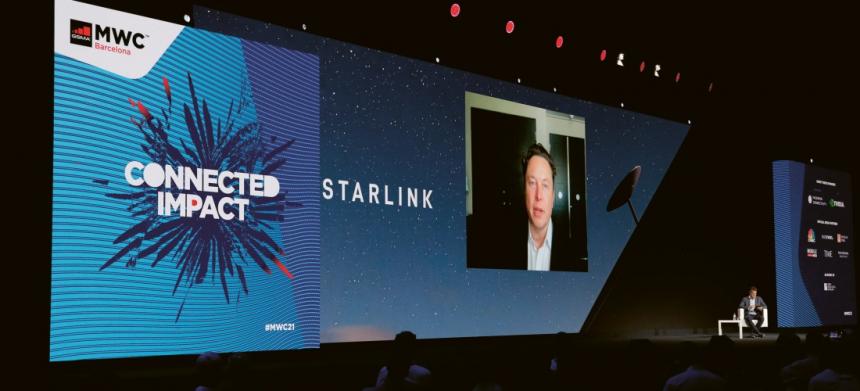 Elon Musk se MWC21 zúčastnil prostřednictvím videopřenosu z Kalifornie