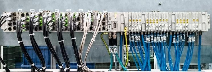 AVENTICS™ terminál AV03 s komunikačním rozhraním AES a I/O moduly pro připojení externích senzorů a snímačů