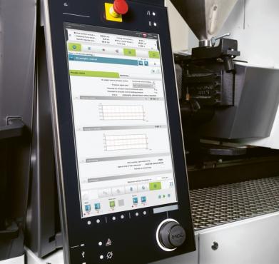 Řízení vstřikovacího stroje je stále inteligentnější. Pomocí asistenčních systémů, jako je iQ weight control, se proces vstřikování plastů reguluje plynule sám